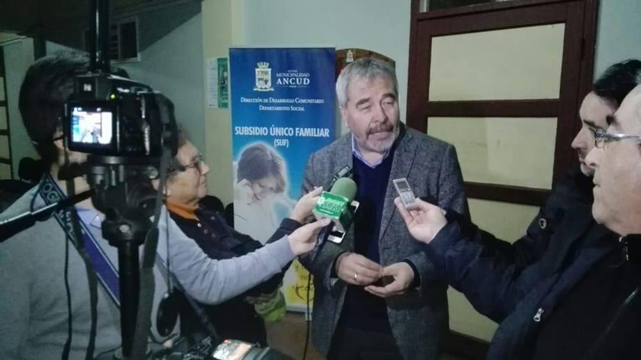 El diputado Gabriel Ascencio, tras sesión de la Comisión de Pesca, Acuicultura e Intereses Marítimos en Ancud.