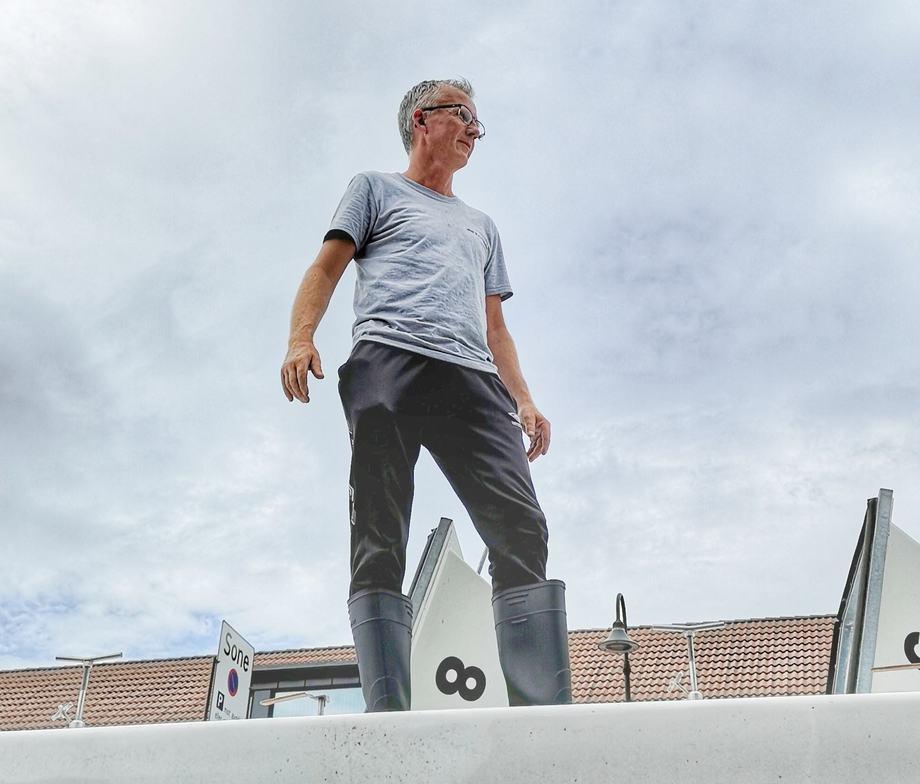 Sjåføren/systemoperatøren Arild Staurset (52) legger bak seg mange mil i løpet av et år. Foto: Privat.