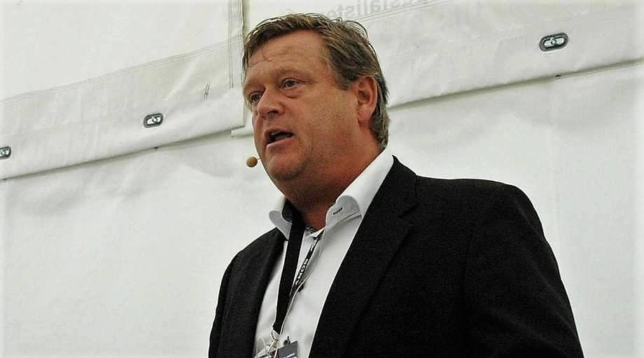 Fiskeriminister Harald T. Nesvik sier at algesituasjonen vil medførere tap av store økonomiske verdier. Foto: Pål Mugaas.