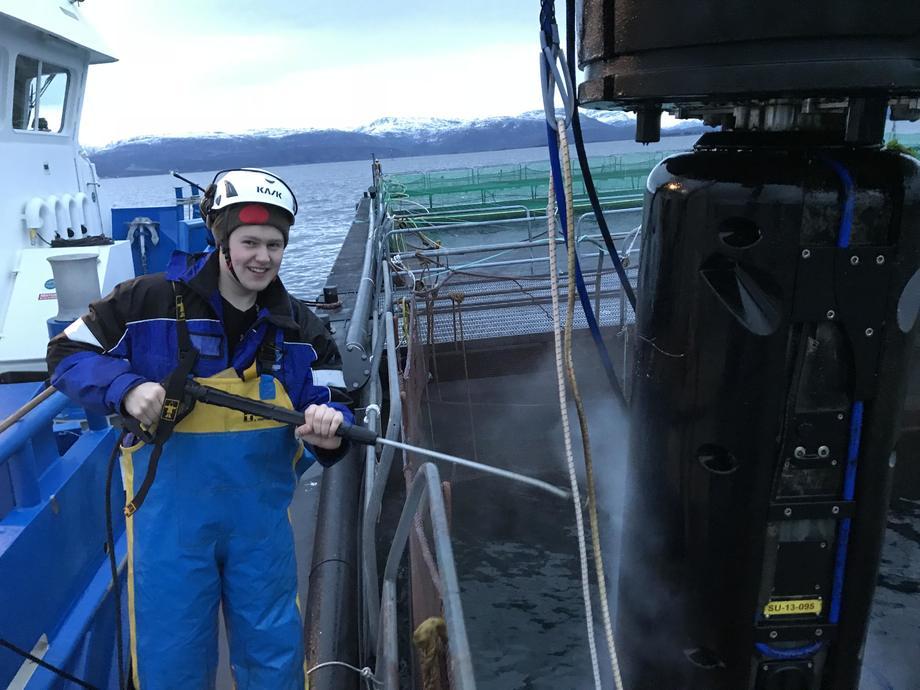 Kristoffer Karstensen (20) har fulgt i farens fotspor og er villig til å strekke seg langt for å nå toppen. Foto: Privat.