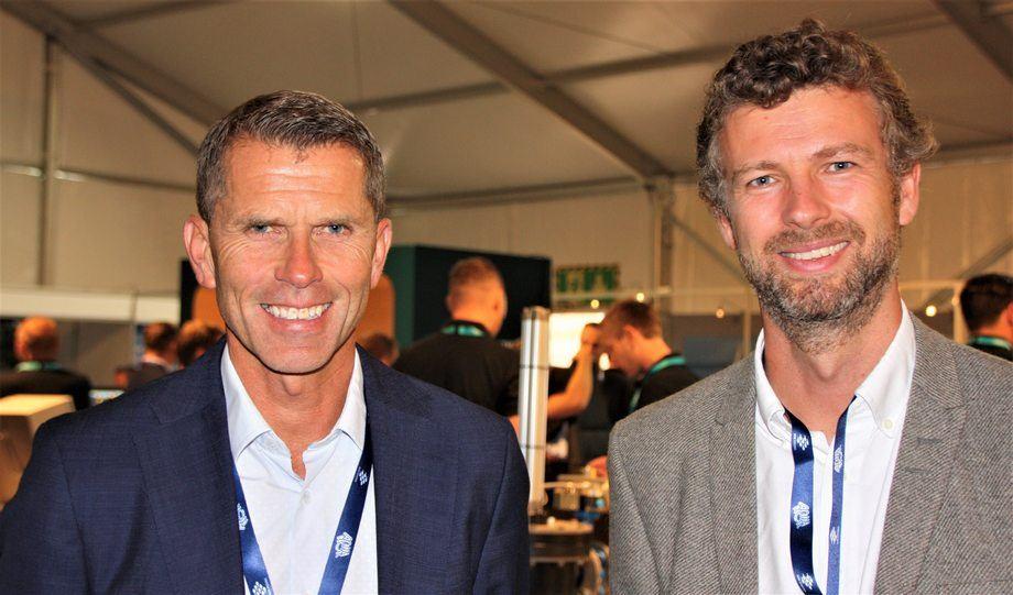 Daglig leder Inge-Jonny Hide og styreformann Per-Christian Kroepelien Lillebø ser fremover, selv om det er tøffe tider hos Myklebust Verft