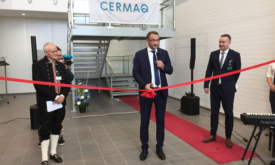Norwegian Secretary of State Roy Angelvik cuts the ribbon to open the processing plant in the north of the country. Photo: Cermaq