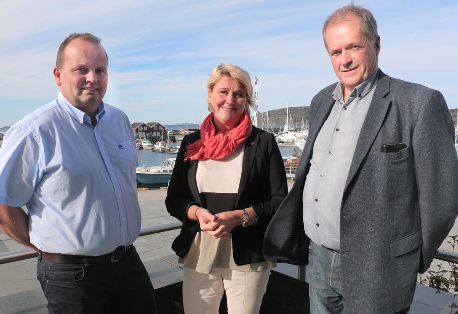 Fra venstre: Rektor Geir Ludvig Næstby, fylkesråd for utdanning Hilde-Marit Olsen og inspektør Roald Isaksen ved Bodin videregående skole og maritime fagskole. Foto: Trond E. Willassen