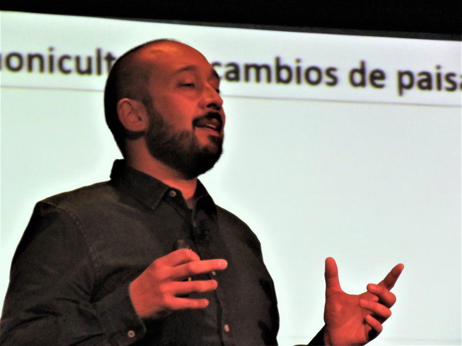 Presentación del Dr. Jorge León en el Fresh Water Summit. Foto: Francisco Soto, Salmonexpert.