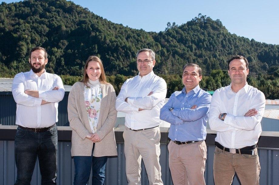 Equipo directivo: De izquierda a derecha, Gabriel Puchi, Verónica Opitz, Jean Paul Lhorente, Marcelo Araneda y Matías Del Campo. Luis Aro no estaba presente cuando se tomó la foto. Imagen: Benchmark Genetics Chile.
