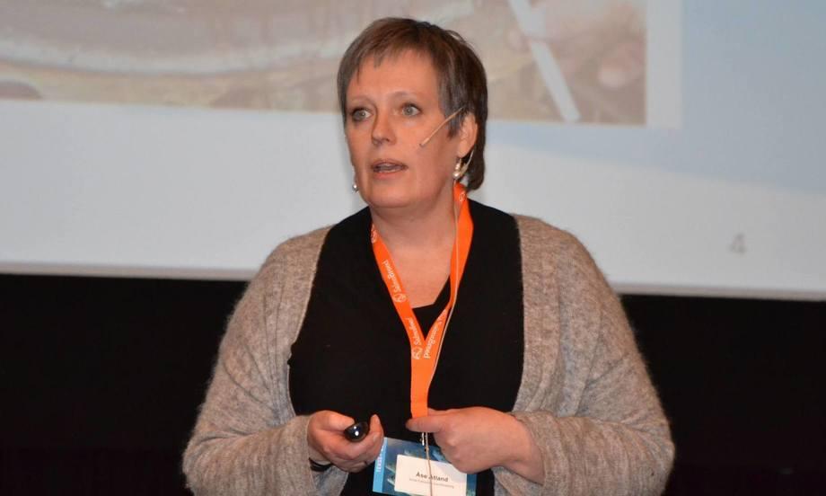 Åse Åtland dice que NIVA han desarrollado aparatos de muestreo pasivos que pueden medir el H2S en RAS. Foto: Kyst.no.