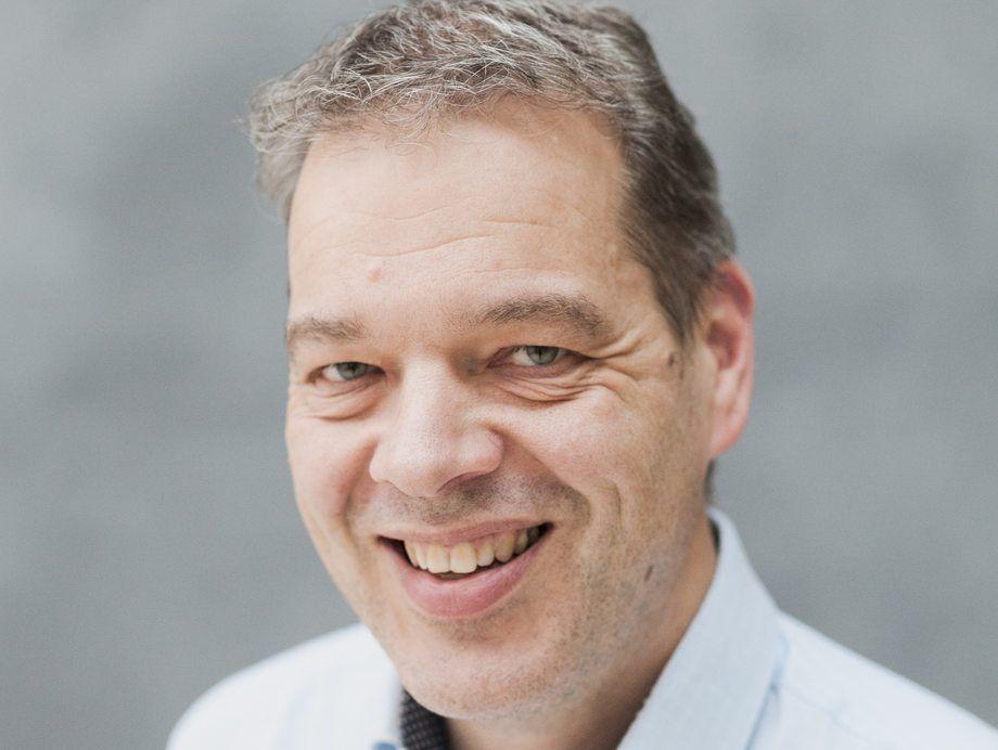 Ole Irgens, Kommunikasjonssjef i Tryg forsikring, forteller at forsikringstaker må bære en større del av risikoen selv ettersom erfaringsgrunnlaget med RAS-anlegg er begrenset. Foto: Tryg Forsikring.