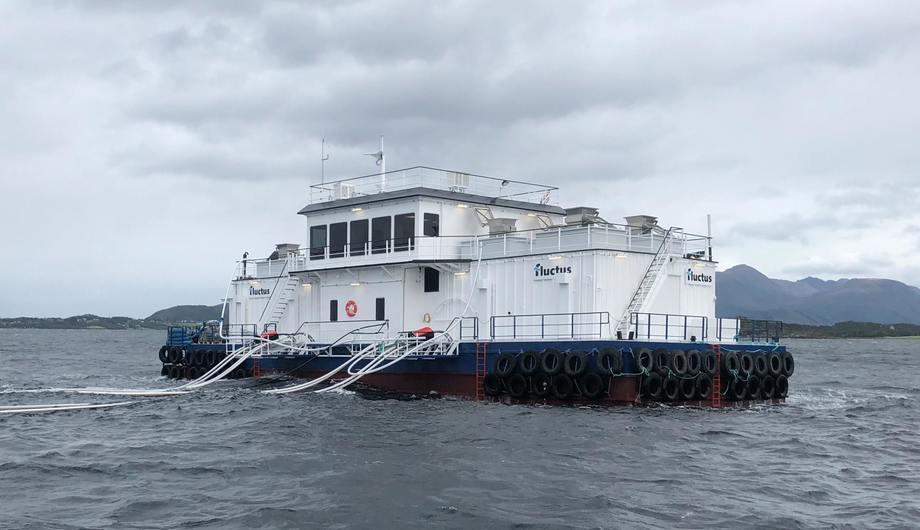 Marine Harvest har inngått kontrakt med Fluctus om flere fôrflåter. Det vedlagte bilde er av en av de tre flåtene de har levert til Marine Harvest i år. Foto: Fluctus.