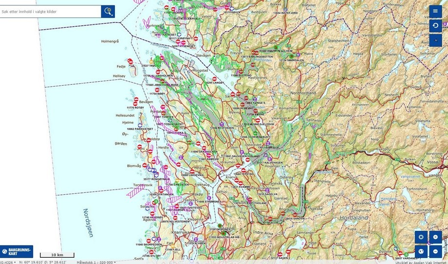 Svært mange lokaliteter ligger i eller nærmere enn 500 meter fra gytefelt eller rekefelt. Illustrasjon: Yggdrasil - Fiskeridirektoratets kartløsning.