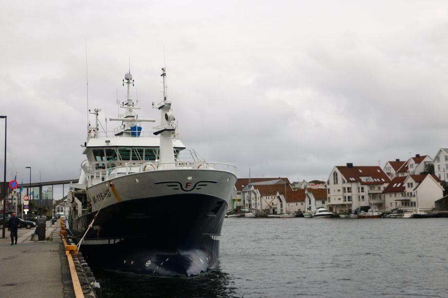 «Vestbas» venter på bedre vær i Haugesund. Foto: Andrea Bærland