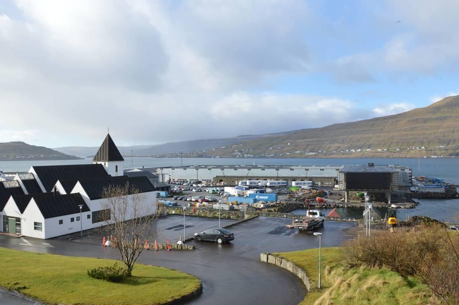 Bakkafrost har hovedkontor og videreforedlingsfabrikk på Glyvar på Færøyene. Foto: Therese Soltveit.