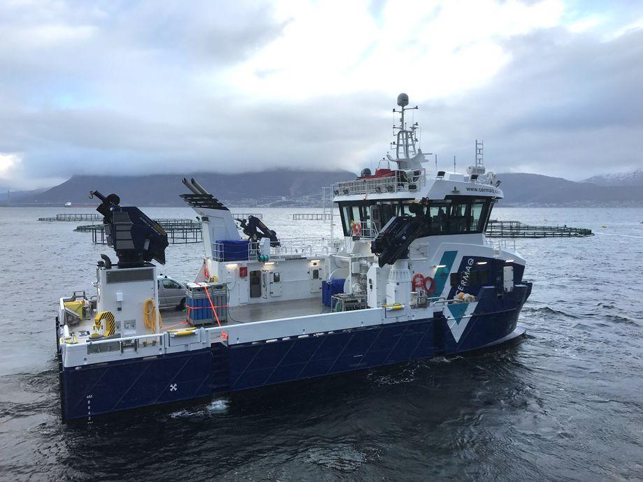 Det nye fartøyet skal brukes i ulike operasjoner, som fortøyningsarbeid, luse-bekjempelse, slepeoppdrag og diverse arbeid på merdene til Cermaqs lokaliteter i Nordland.Foto: Grovfjord Mek.