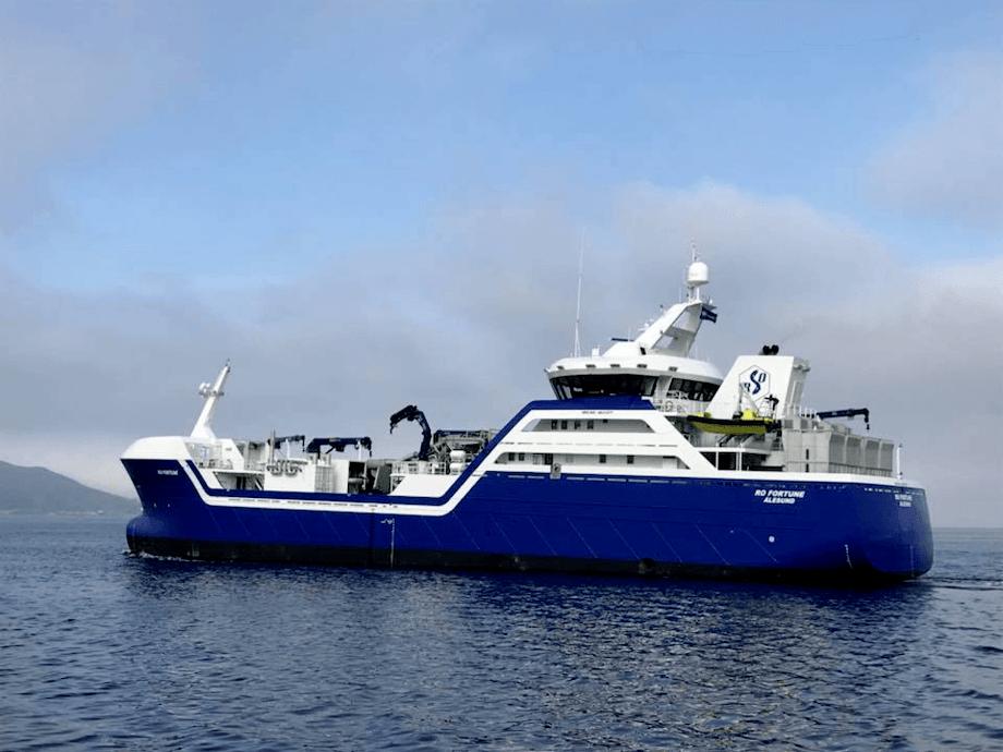 Rosteins nye kontrahering er en hybrid brønnbåt som skal se veldig lik ut som deres tidligere nybygg «Ro Fortune» som du kan se ovenfor. Foto: Larsnes Mek. Verksted