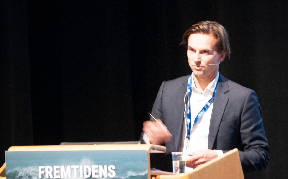 Alexander Aukner, analyst at DNB, spoke about land-based farming and RAS at Sunndalsøra. Photo: Pål Mugaas Jensen / Kyst.no.