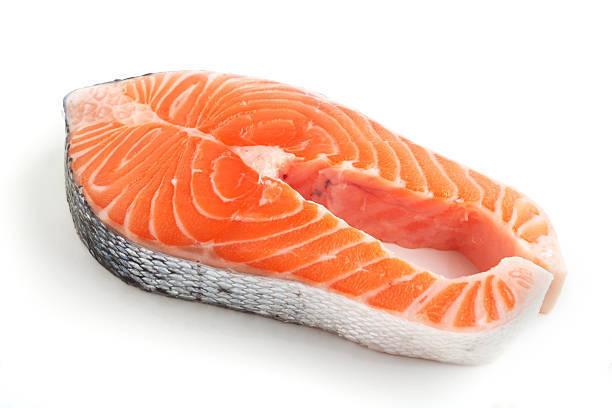 En la industria salmonicultora el color naranjo del salmón se consigue aplicando astaxantina artificial a la dieta. Imagen: Pixabay.