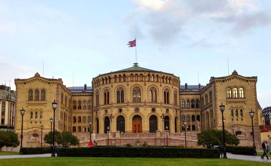 Saken om reseptrett havner nå i Stortingets spørretime. Foto: Wikipedia.