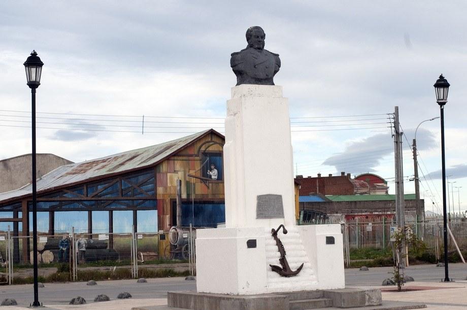 Så og si på sydspissen av Syd-Amerika ligger Punta Arenas. Statuen er av engelskmannen John Williams Wilson som på vegne av Chile annekterte området som chilensk i 1843. Foto: Pål Mugaas Jensen