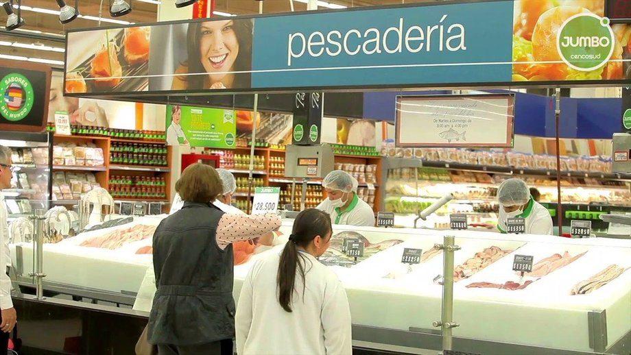 Área de Pescadería de un supermercado Jumbo. Foto: Jumbo.