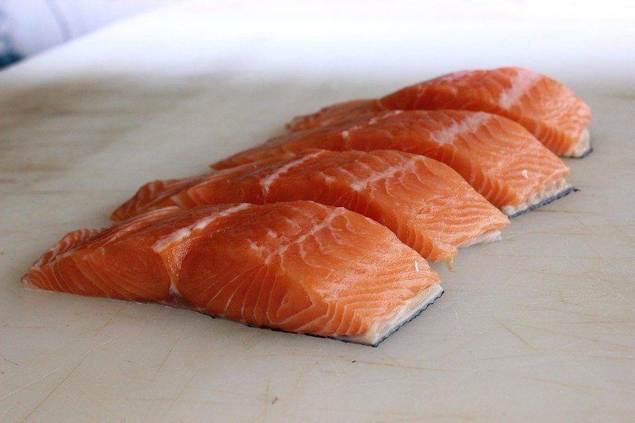 Entre enero y septiembre de 2018, la industria salmonicultora chilena exportó 439.057 toneladas netas de salmónidos. Imagen: Pixabay.