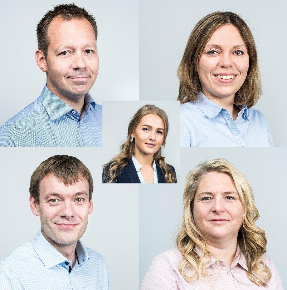 F.v: Ole Gunnar Lyngstad, Gjertrud Bolstad Moeng, Amalie Tusvik (i midten), John Anders Gulbrandsøy og Synnøve Gausnes Svabø. Foto: Artec Aqua.