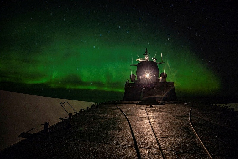 KNM «Helge Ingstad» under i arbeid under NATO-øvelsen Trident Juncture. Marius Vågenes Vilanger/Forsvaret