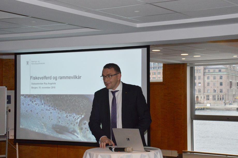 Statssekretær Roy Angelvik snakket om viktigheten av brønnbåtnæringen og de nye forskriftene under seminar i Bergen. Foto: Anette Elde Thomsen/Kyst.no.