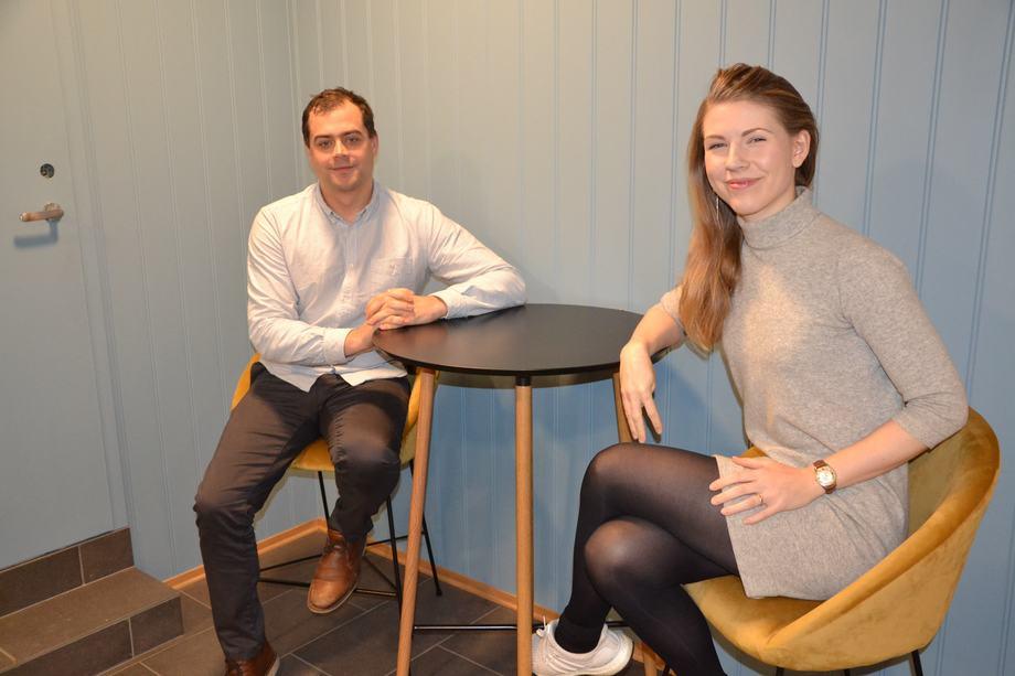 Kristoffer Holand, Biologisk Controller og sertifiseringskoordinator Ingeborg Johansen, er begge relativt nye ansikter i Emilsen Fisk. Foto: Ole Andreas Drønen