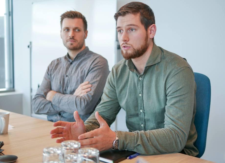 Anders Haram (30) og Stig-Erik Nogva (30) har jobbet i Artec Aqua i henholdsvis to og ett år, og trives godt i jobben. Foto: Artec Aqua.