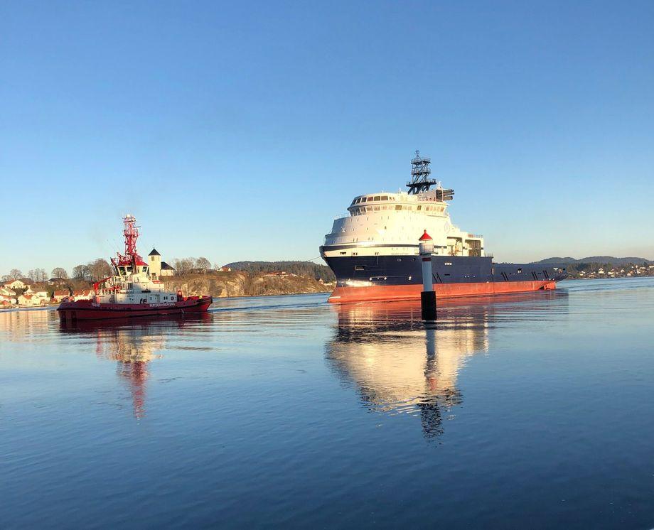 Skroget ankommer Vard Brevik. Foto: Island Offshore