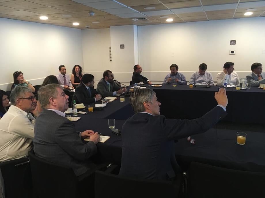 El jefe de la División Acuícola de Subpesca, Eugenio Zamorano, presentó el sistema PRS definitivo a la industria salmonicultora chilena. Foto: Subpesca.