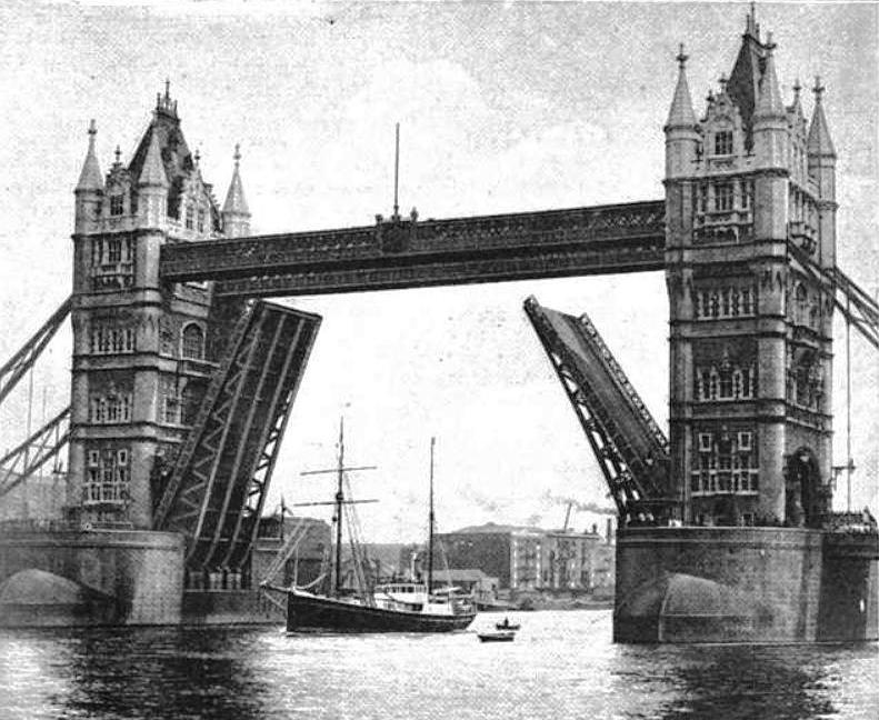 DS «Quest» under Tower Bridge i 1921