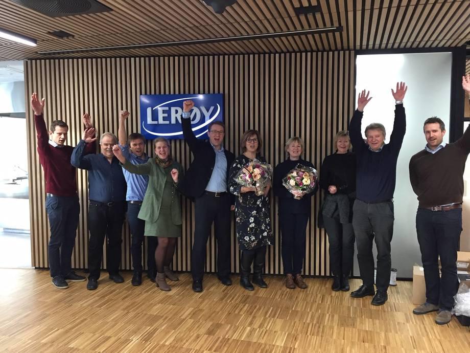 De ansatte i Lerøy jubler for ny arbeidsplass på Marineholmen. Foto: Marineholmen.