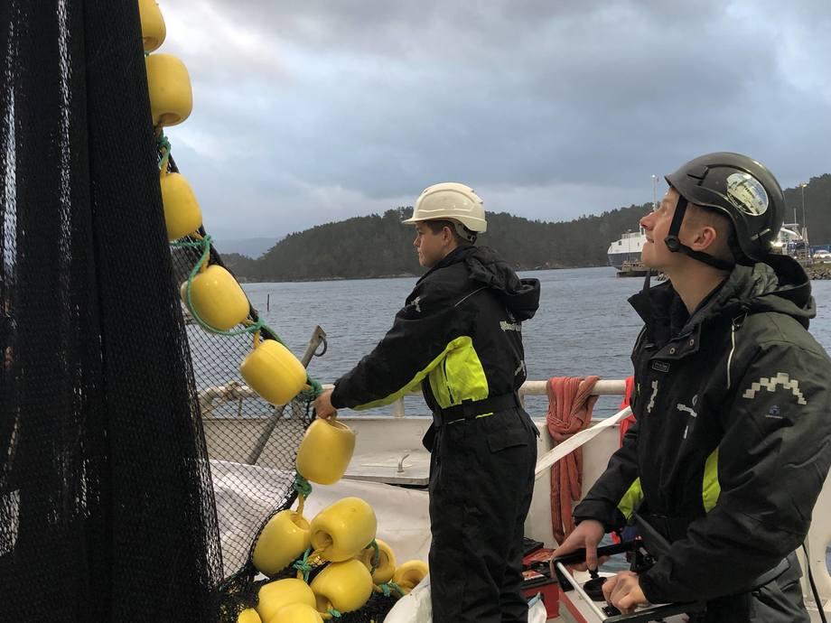 Sjåsund Marine på oppdrag. Her med Håkon Hufthammer bak spakene. Foto: Sjåsund Marine