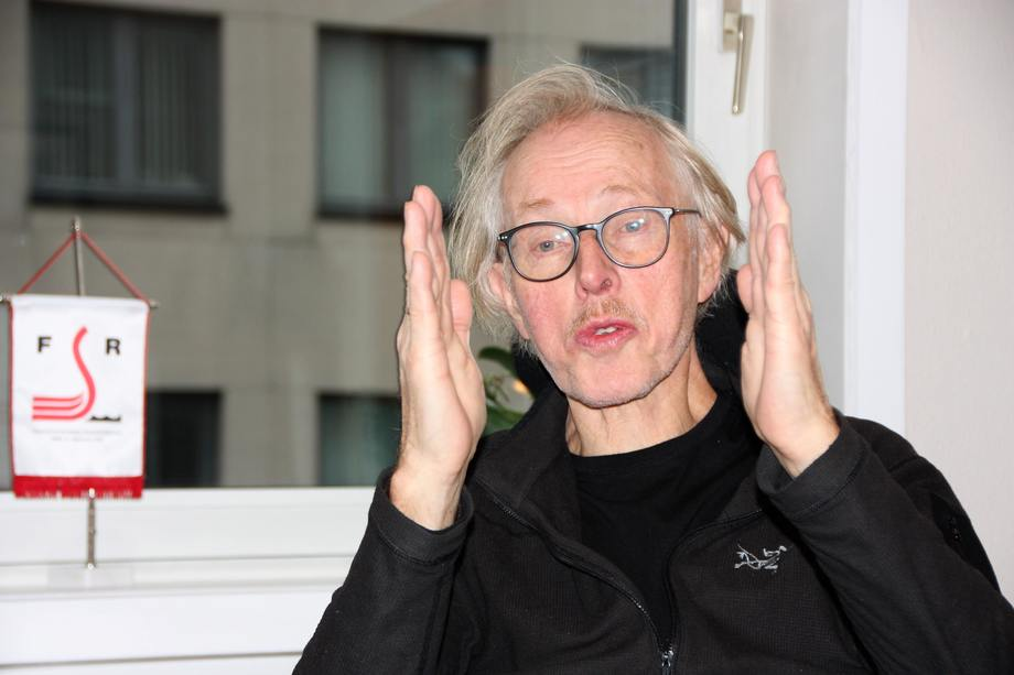 Forfatter Dag Bakka slår tilbake mot Per Kristian Foss og utdyper sin kritikk. Foto: Sigbjørn Larsen.