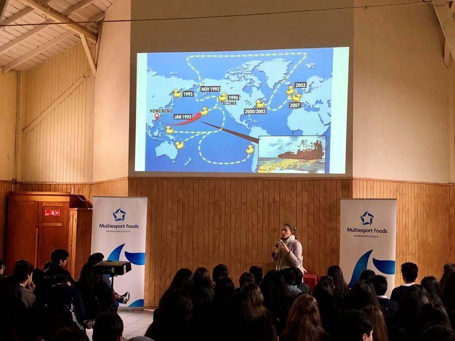 Martina Marcos y Ezequiel Banomi se encuentran recorriendo América Latina, desde México a la Patagonia, para concientizar sobre el impacto de la basura en el mar. Foto: Multiexport Foods.