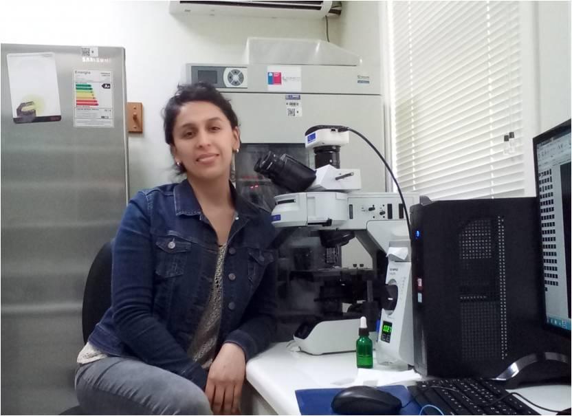 Claudia Barrientos, estudiante tesista del Programa de Doctorado en Ciencias de la Acuicultura de la Universidad Austral de Chile. Foto: UACh.