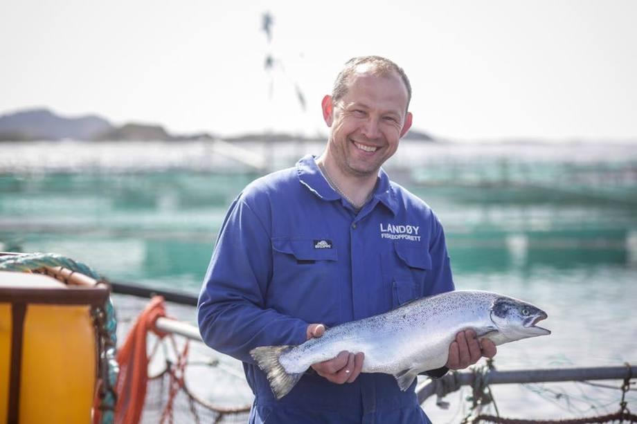 Roar Landøy i familiebedrifta Landøy Fiskeoppdrett er glad for Global GAP-sertifiseringen og seier dei produserar ein ettertrakta laks. Foto: Landøy Fiskeoppdrett.
