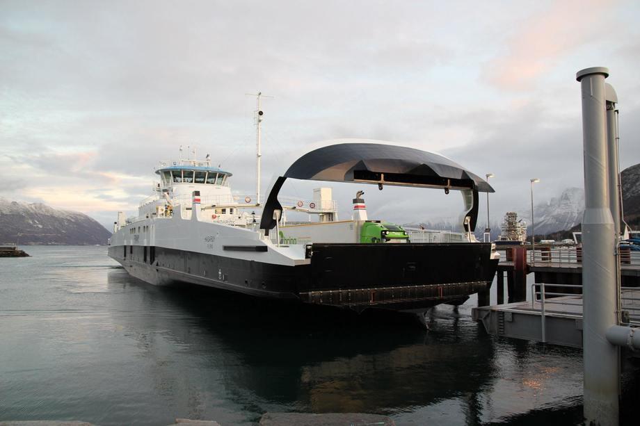 MF «Hadarøy» på sin aller første arbeidsdag