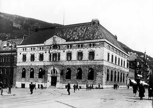Bankens direksjon hadde invitert direktør i Wallendahl; Arne Jebsen for å drøfte en ytterst krevende sak. Arkivfoto.