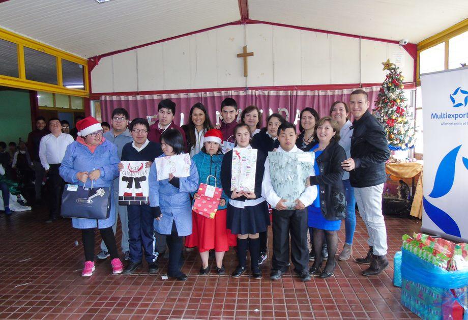 Alumnos de la Escuela Diferencial Los Eucaliptus. Foto: Multiexport Foods.