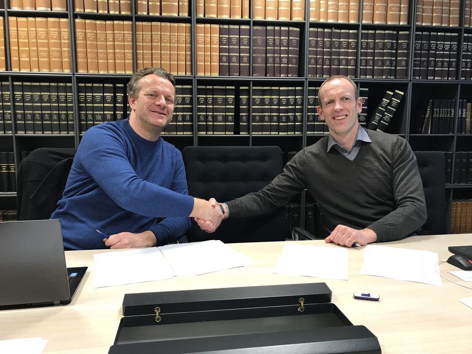 Trond Stava (til venstre) er svært tilfreds med at Stava Sjø nå blir en del av Frøy-gruppen, og sier at dette vil bidra til videre vekst av selskapet, og utvikling av ansatte og kundeforhold. Foto: Frøy Vest