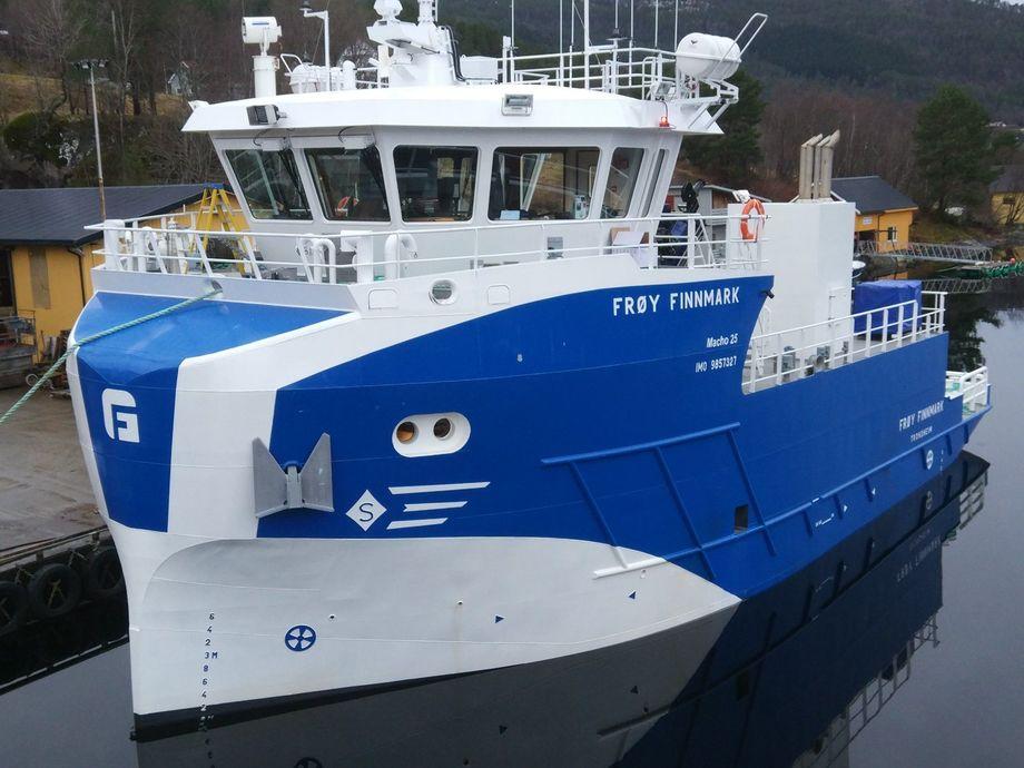 «Frøy Finnmark» er på vei nordover og skal i drift for Norway Royal Salmon. Foto: Sletta Verft.