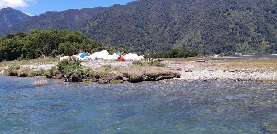 La limpieza de playas fue específicamente en Sector Placeta, Sector Refugio y entrada del Río Vodudahue. Foto: SalmonChile.