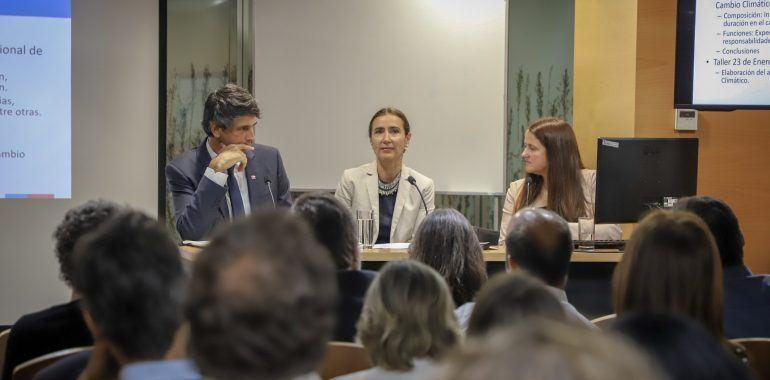 Ministra del Medio Ambiente, Carolina Schmidt, junto al titular de Ciencia y Tecnología, Andrés Couve. Foto: Ministerio del Medio Ambiente.