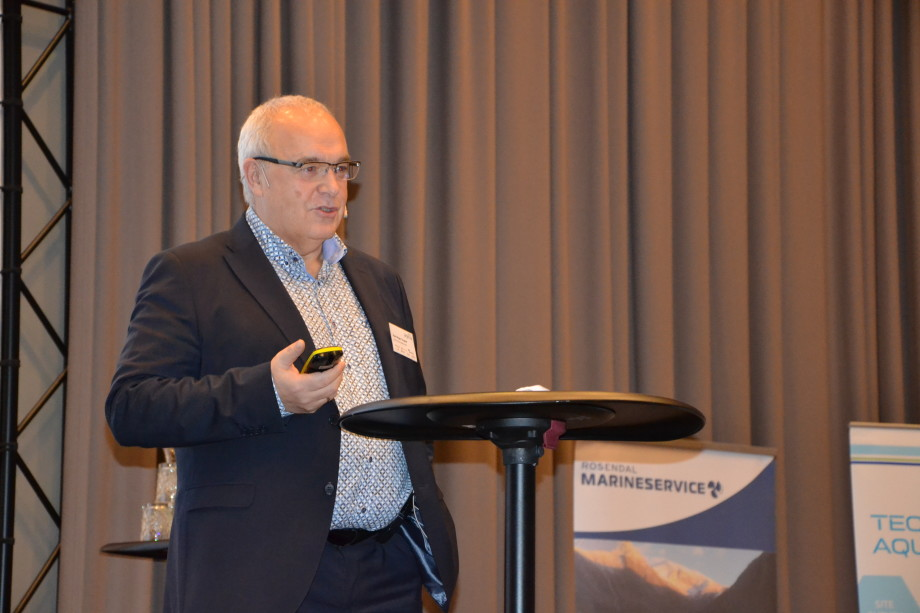 Paul Birger Torgnes, administrerende direktør i Fjord Marin Holding AS under aqKva-konferansen. Foto: Kyst.no