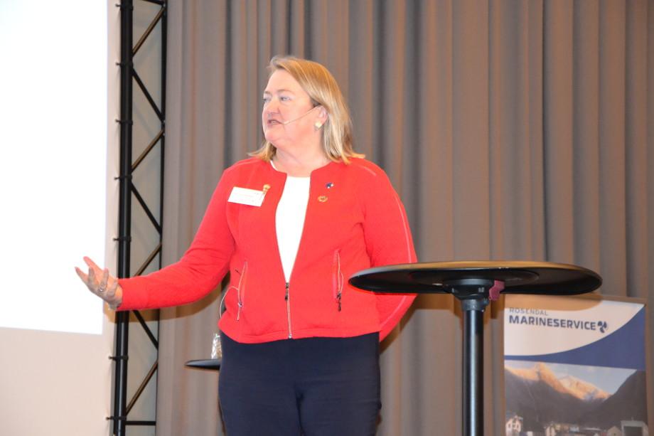 Karin Kroon Boxaspen under foredraget på aqKva-konferansen i Bergen. Foto: Kyst.no.