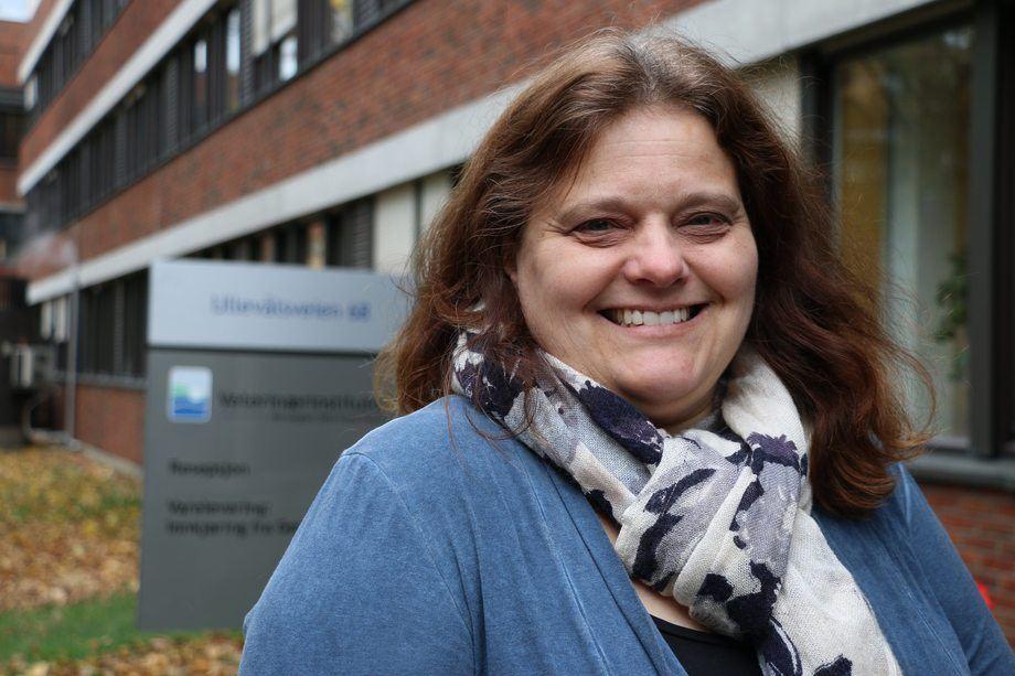 Seniorforsker Hilde Sindre sier de har levert klare resultater når det gjelder PD og IPN. Foto: Veterinærinstituttet.