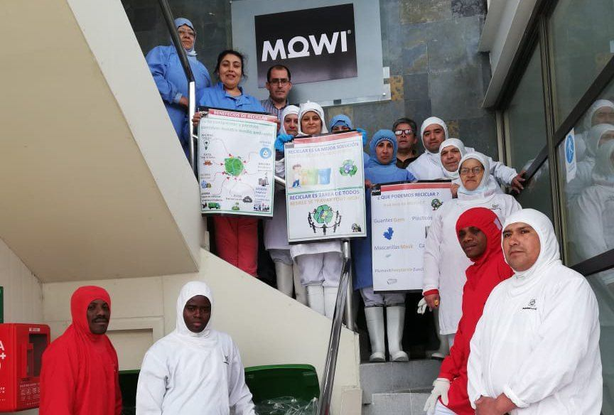 Operarios de la Planta Chacabuco de Mowi Chile. Foto: Mowi Chile.