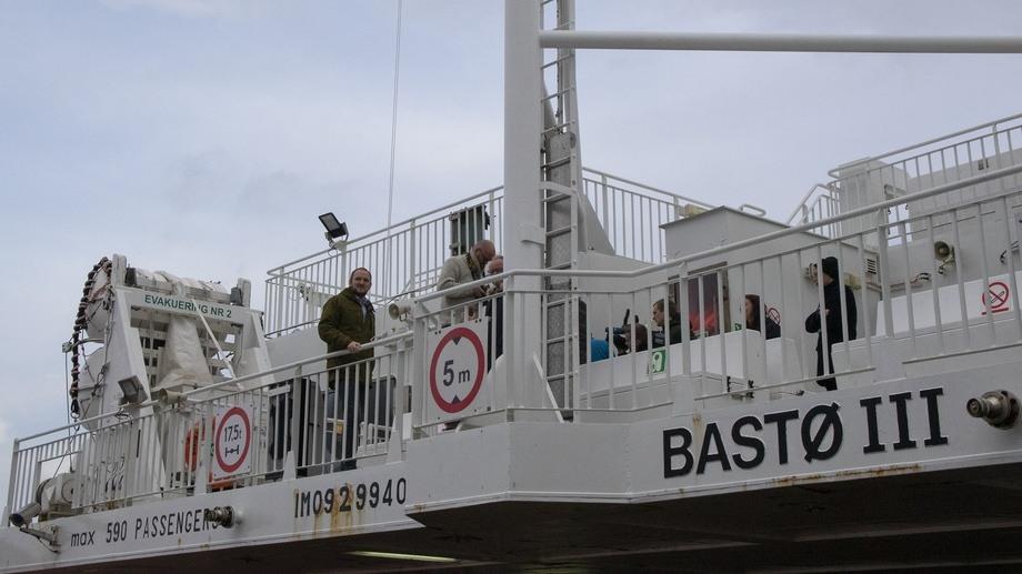 Samferdselsminister på fergen «Bastø III»  mellom Sandvikvåg og Halhjem Foto: Samferdselsdepartementet