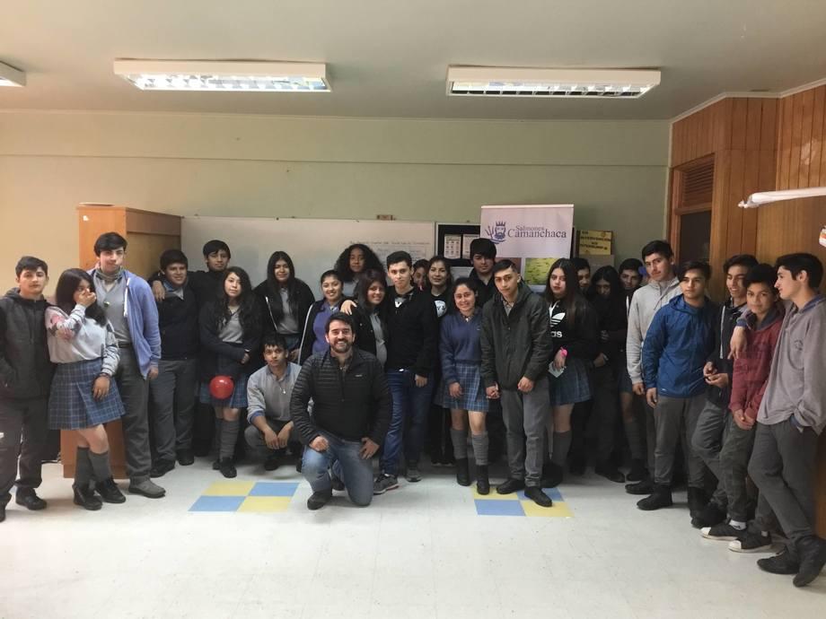 Estudiantes del Liceo Piedra Azul participaron en charla organizada por Salmones Camanchaca. Foto: Salmones Camanchaca.